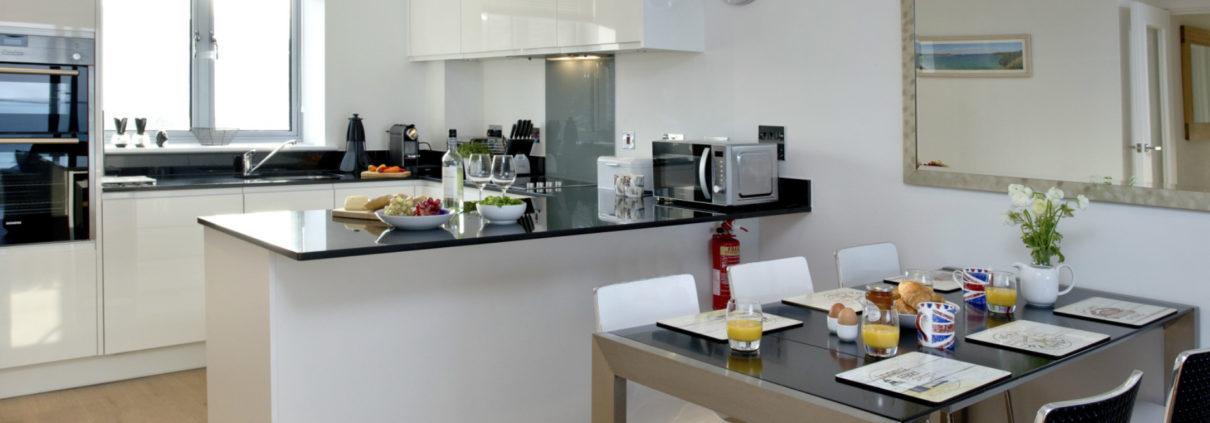 Apartment 11 kitchen 1210x423 - Holiday Apartment 11