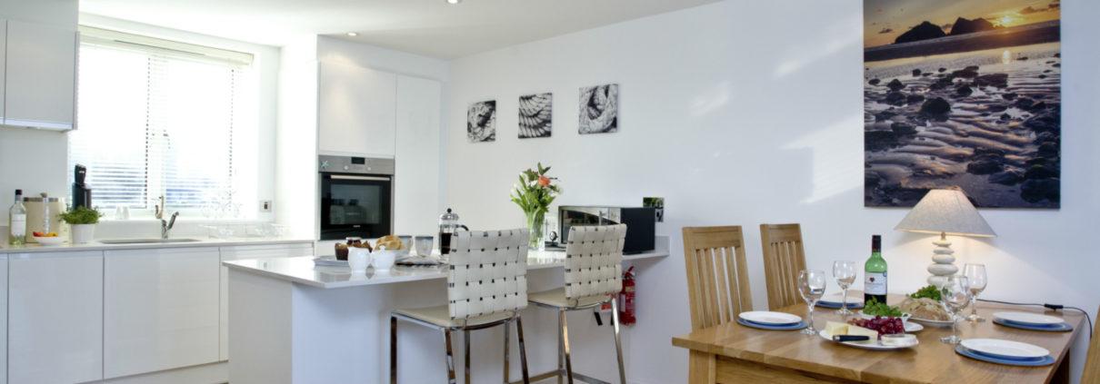 Apartment 9 kitchen 1210x423 - Holiday Apartment 9
