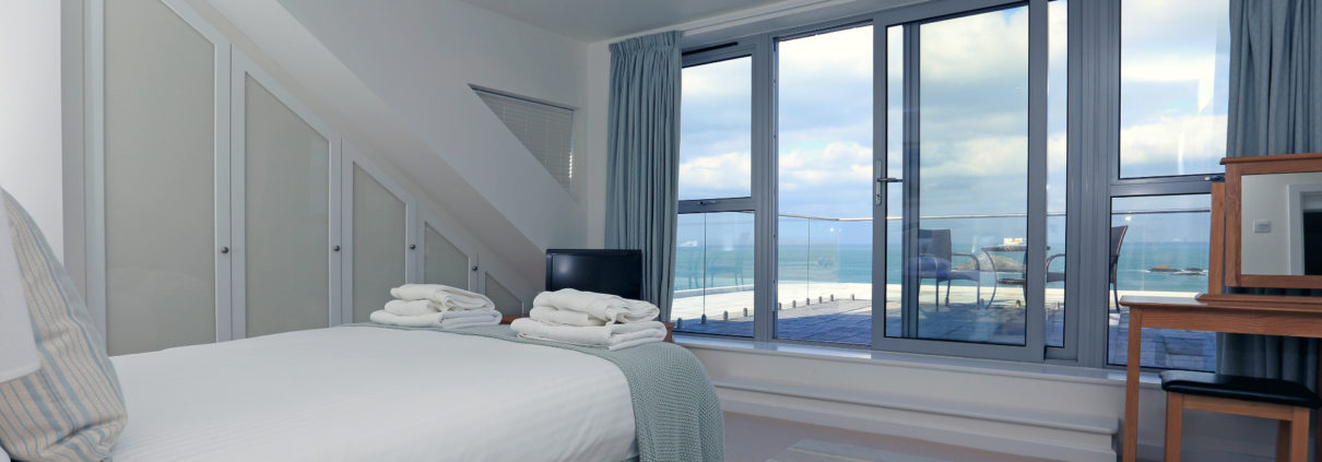 Crantock Bay Apartment Surf 15 bedroom 1210x423 - SURF (15)