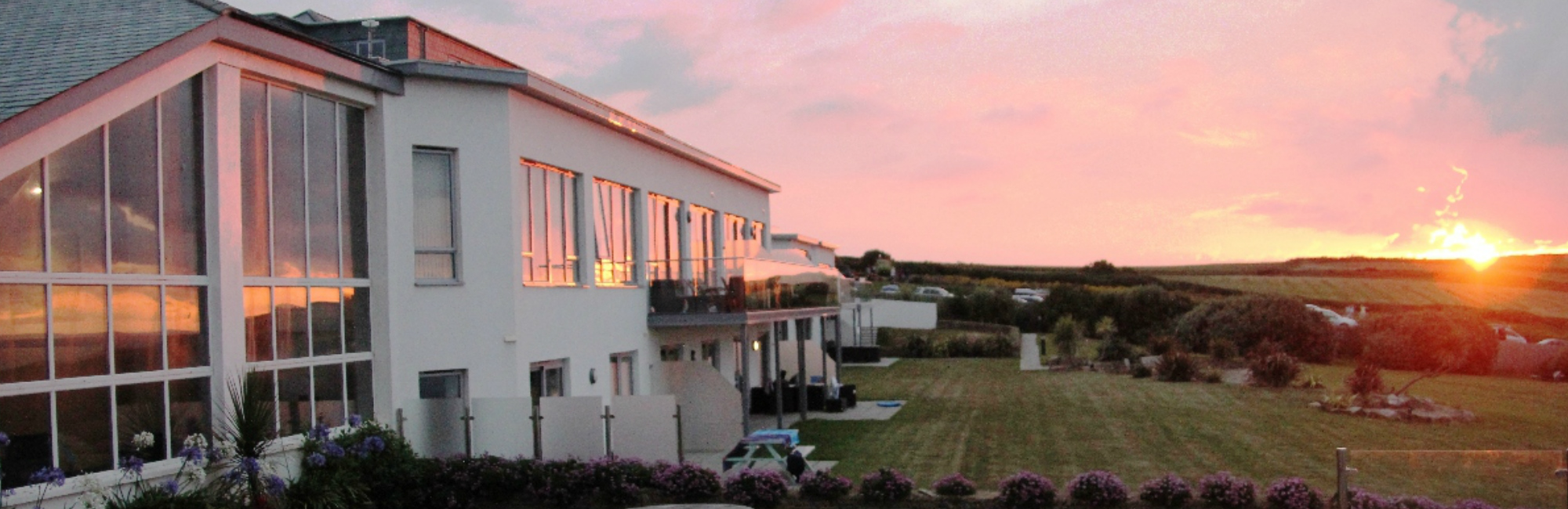 Crantock Bay Apartment sunset - Holiday Apartments